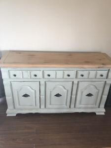 Shabby Schick Vintage Dresser