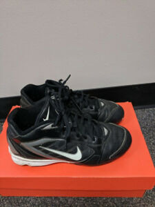 USED NIKE BASEBALL CLEATS SIZE 5