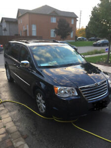 Chrysler Town & Country 2010 Stow n go Mini van 2010