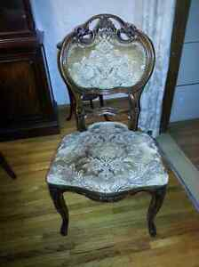 Ornate Antique D/R Table & 4 chairs Sarnia Sarnia Area image 1