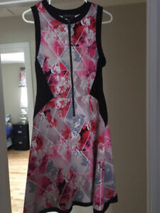 Dress with pink and red flowers, zipper down the front