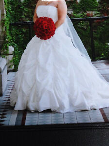 SIZE 14 WEDDING DRESS - ROBE DE MARIEE