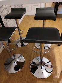 4 breakfast stools