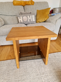 Solid oak side/lamp table with glass shelf