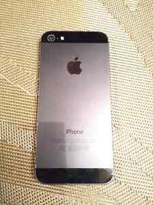 iPhone 5 64GB - Relatively New - Very Good Condition -WITH CASES