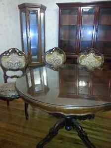 Ornate Antique D/R Table & 4 chairs Sarnia Sarnia Area image 3