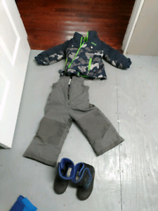 2T snow suit - size 9 winter boots