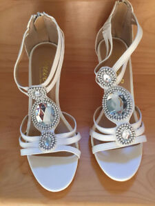 Brand New! Beautiful White Heels size 8
