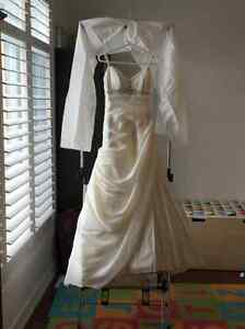 Gorgeous wedding gown - paid $1000 - Size 6
