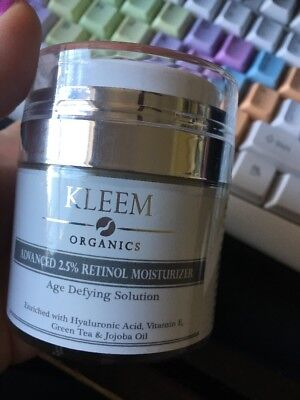 Best Anti Aging Retinol Cream for Face with 2.5% Retinol and Hyaluronic Acid.