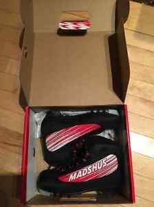 BRAND NEW cross country kids ski boots for sale size 32/13.5