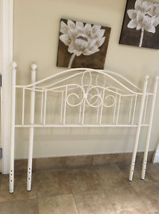 90%New&Lovely bed frame, white double size (FREE frame legs)