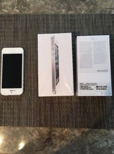 "Apple IPhone 5 16GB White ""Mint Condition"""