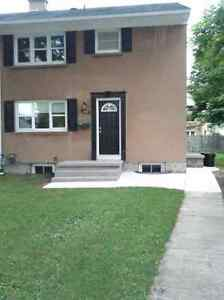 Female Student Room Rentals close to University of Windsor,