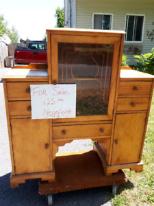 Antique cabinet 1940's great condition.