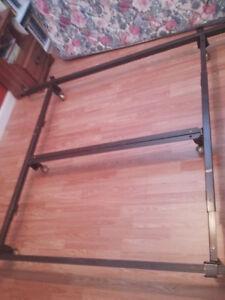 base de lit extensible en métal