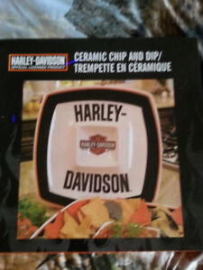 HARLEY DAVIDSON PLATTERS AN SALT AN PEPPER SHAKERS NEW