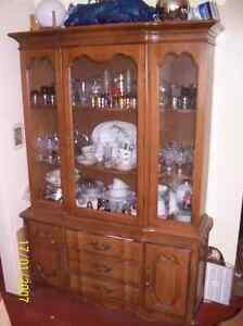 Complete Beautiful Dining Set with Full China Cabinet! Windsor Region Ontario image 2