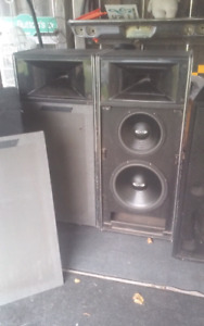 Pair of old traynor ysc 9 pa cabinets yorkville sound