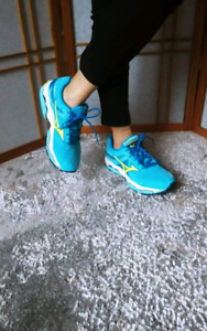Mizuno woman sport shoes size 7.5