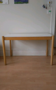 Sturdy table/desk