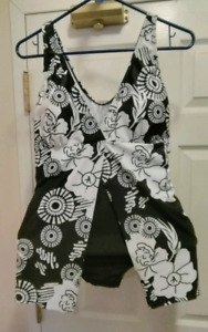 Skirted one piece black and white floral print swimwear.