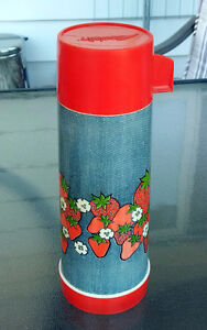 ALADDIN Strawberry + Flower Deco Pattern THERMOS Tall 20 Oz Pint