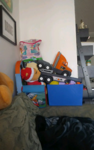 toys n kid table seat