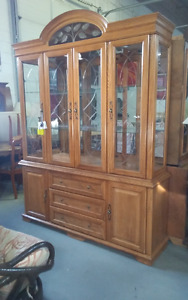 really nice hutch in good condition