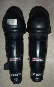 Adult hockey gear (shin guards, chest prodector....)$ 5 - $ 15