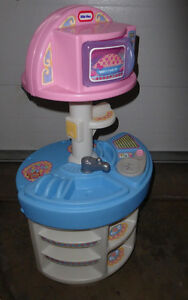Little Tikes play kitchen, good, very clean condition