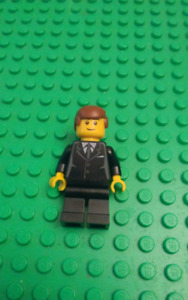 LOTS OF RARE LEGO MINI FIGURES please give offer