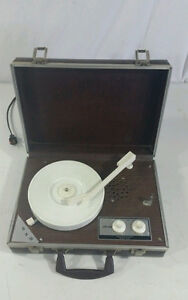 Vintage Dejay SP 25 Portable Record Player 33 45