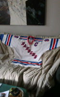 Gretzky's Hockey Jersey 95$ or trade for meats