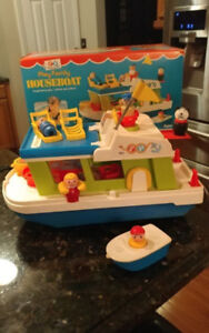 Fisher Price Family House Boat and Little People #985 Complete w