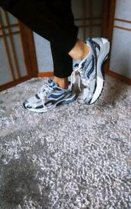 Saucony woman sport shoes size 8