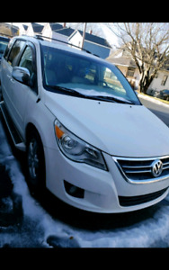 2009 Volkswagen Routan REDUCED
