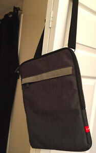 "13"" LAPTOP BAG BRAND NEW Kapsule brand"