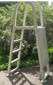Safety ladder for above ground pool