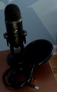 Blue Yeti USB Condenser Microphone and Pop Filter