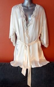 VICTORIA'S SECRET - Ivory short Robe, One size fits all