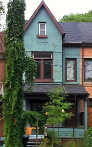 Pets-OK 2-bedroom in trendy Roncesvalles area. $1650. July 1