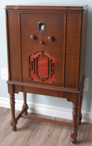 Art Deco Antique Radio