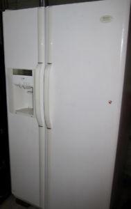 Réfrigérateur Frigidaire Gallery FRS26ZGGW0  26 pi cube