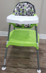 Brand new still boxed 3in1 baby high chair by evenflo