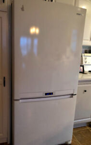 Kitchen stove, fridge and microwave for sale