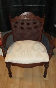 """CHAISE D'APPOINT""""VINTAGE"""" RECOUVERT A NEUF $50"""