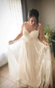 stunning ivory wedding dress and veil, size 14