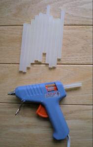 Mini pistolet de colle avec des bâtons de cire