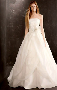 White by Vera Wang - Textured Organza Wedding Dress.  Size 10.